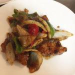今週のランチセットは「秋鮭の黒豆ソース炒め」「豚肉とにんにくの芽の黒こしょう炒め」です!