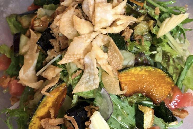 今週のランチセットは「エビと卵のチリソース」「鶏モモ肉と夏野菜の甘みそ炒め」です